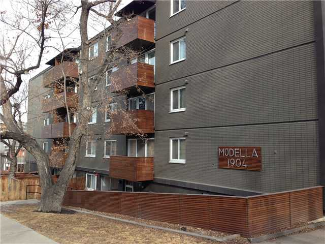 Welcome to the Modella at the corner of Royal Avenue and 10th Street. Modern concrete and brick building in Prestigious Lower Mount Royal. TOP FLOOR UNIT, modern interior, massive gourmet kitchen with concrete countertops and stainless steel backsplash and appliances. Enjoy the beautiful downtown view from the living room, dining room and bedroom! Gleaming carbon hardwood throughout. Bathroom clad in imported tile, with stainless steel sink. Frosted glass doors compliment the modern interior. Balconies wrapped in natural cedar. One of the largest one bedrooms in the complex - with its own assigned storage locker! Complex comes with main level bicycle storage and an oversized washer and dryer for larger loads. New torch down roof, energy efficient 6 stage boiler results in lower condo fees. Amazing location and close to all of the 17th Avenue amenities! Come see what Lower Mount Royal has to offer.