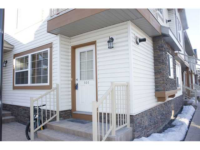Steps away from school and public transit, welcome to this super end unit stack townhouse (12 plex) in prestige Panorama Hills.  It features 2 good size bedrooms, large living room, open kitchen with island, in suite laundry with washer and dryer, large storage area.  It is close to school, playground, public transit, shopping, and easy access to all major roads.   ** 101, 80 Panatella Landing NW **