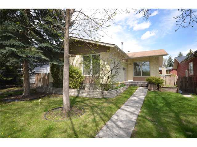 NEWLY RENOVATED BUNGALOW WITH SEPARATE REAR ENTRANCE. This cute fully finished bungalow is walking distance to schools, lake and recreation center, it has new carpets, lino, appliances, main bathroom, most windows and paint. The large yard has a single detached garage. Call today to view this great home!
