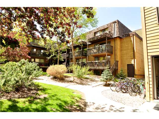 Fantastic opportunity to own a lovely 2 bedroom condo in great location, across the street from Market Mall and walking distance to the U of C or Children's Hospital and many other amenities. The entrance door is located from the balcony with lots of afternoon sunshine. This super clean condo also features newer 4pc bathroom, spacious living room and dining area, galley kitchen, insuite laundry, hardwood floor, large storage room and more. A MUST TO VIEW!!!