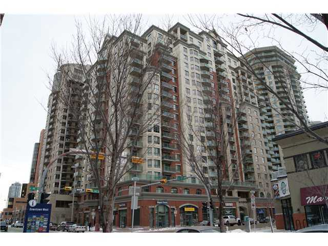 Excellent location in this desirable downtown Westend district. Steps away from c-train station downtown in the free ride zone. Good floor plan with big bedroom, functional kitchen and a bright living room with largewest windows. Great amenities in this well looked after building and great property for the 1st time home buyer. Act quick as this one won't last long!