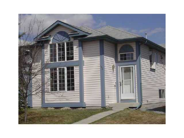 Great entry level single family Bi level  with a total of 4 bedrooms, 2 up and 2 lower, 2 full complete  bathrooms, A 12 foot high ceiling in  living room, lots of oak kitchen cupboards large eating area with patio doors leading on to a deck. The upper level has 2 good sized bedrooms, 4pc bath.  The lower level has a large family room, 4pc bath, and 2 bedrooms, laundry area tons of storage under the living room. Family room wired for projection television for surround sound. 10 min walk to school, next to green space,tobaggon hill and park. rasberry bushes, apple and cherry trees. Walking distance to Cardel Place