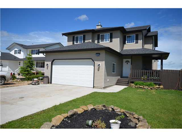BACKING ONTO OPEN FIELDS. This beautiful fully finished home has a large kitchen with sleek black appliances, white cabinets and a horse shoe shaped countertop with eating bar. The nook has enough space to fit a full size table. You will love the living room with gas fireplace, soaring 18 ft ceiling and large windows. Upstairs you will find 3 nice sized bedrooms. The master has a walk-in closet and ensuite. The basement is fully finished with an additional bedroom, 3 piece bath and recreation room. There are decks on both the front and back of the home, perfect for family gatherings or to just take in the beautiful views. Call today to view this nice home.