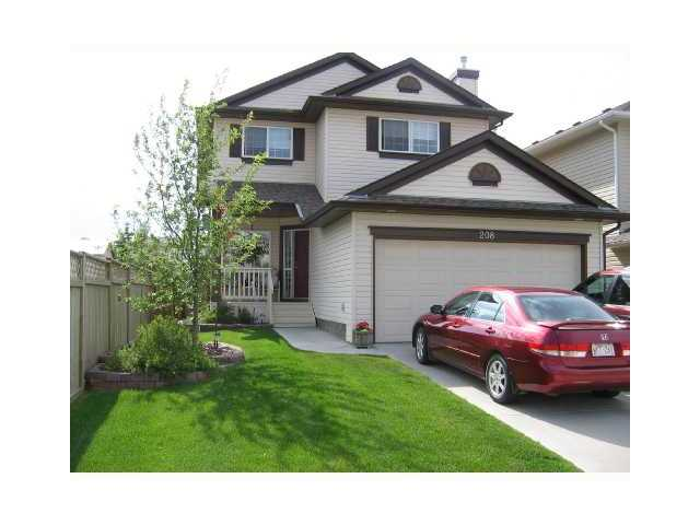Here's a spectacular 2 storey home located on a quiet street with a sunny west facing back yard in the wonderful NW community of Valley Ridge. Highlights of the main floor include hardwood floors throughout, cathedral ceilings in the living room with two stories of windows, gas fireplace, a den at the front door perfect for a home office and a spacious kitchen with large nook area featuring an island with pendant lighting and plenty of cabinet, storage and counter space. The wrought iron railing on the stairs will lead you to the second floor overlooking the living room below. The upper level has 3 spacious bedrooms including the master bedroom featuring a large walk-in closet and a 5 piece ensuite offering an oversized shower, corner soaker tub and with his and her sinks. The lower level is partially finished with a large rec room that is perfect for a home theatre or kids play area. Valley Ridge has a  golf course, offers a quick commute to downtown or an escape to the mountains. Call Now!