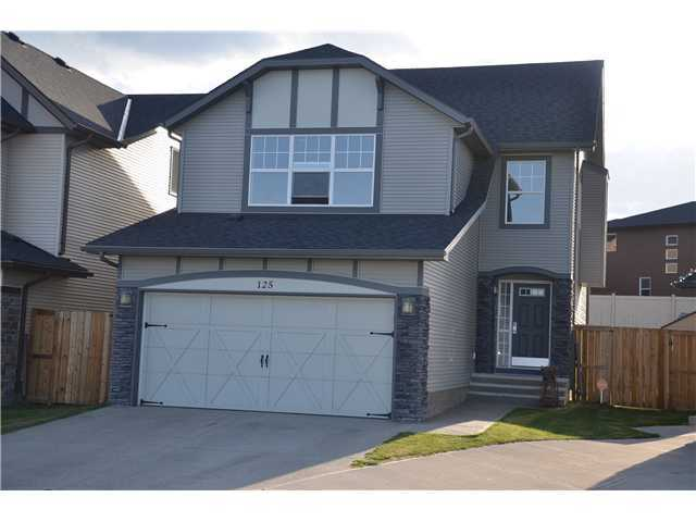 GREAT PRICE ON this home which is located at the end of a cul-de-sac and FACES A HUGE PARK! The pristine AIR CONDITIONED home with 2540 sq.ft. of developed space features spacious entryway that leads into the warm inviting open kitchen/great room concept. Kitchen boasts tile flooring, walk-in pantry, oak cabinetry large centre island with raised breakfast bar plus a spacious dining area. Patio doors lead to huge deck and PIE LOT in back. Good-sized great room offers centre gas fireplace. Turned stairwell leads up to huge bonus room offering large windows for natural lighting. Three good sized bedrooms with the MASTER BOASTING a HUGE WALK-IN CLOSET and step up into the spa-like ensuite with soaker tub and separate shower. The lower level has been prof developed boasting a generous-sized rec room area, bedroom with walk-in closet and 4-pce bathroom.Garage is a double attached and there is AMPLE PARKING!