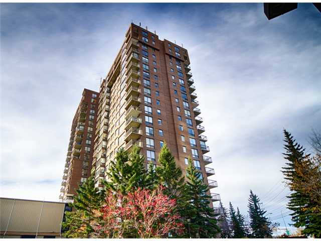 This bright and airy, 18th floor, 1 bedroom unit, has vast SW views of the river valley and is perfectly situated for letting the sun shine bright through the large windows for a good part of the day.  Enjoy the Bow River pathway system and Edworthy Park just outside your door for bike riding, running or enjoying the inner city nature.  The unit comes complete with an underground parking stall which has a favorable location close to the elevators, a storage unit, and security staff 24 hours a day.  Point Mckay's location is hard to beat with its close proximity to downtown, University of Calgary, Foothills Hospital, Market Mall and the TransCanada Hwy to get you closer to the Mountains come the weekend.  If going for runs along the Bow River is not enough, the Riverside Sports club at the base of the Towers is a convenient place to work out.  If you are not into the gym or need a late evening meal, there is a great Pizza place at the bottom of Tower 1.  Newer washer and dryer!