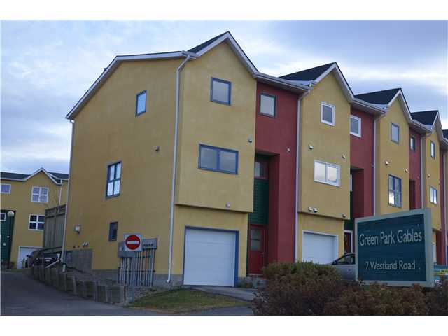 Wow, you will love this superb townhome which is the end unit. Step up into the spacious tiled entryway  and a few steps up to the great room with gas fireplace and high ceilings. French door leads to East deck ideal for your morning coffee. Beautifully decorated and warm, inviting colors throughout. Wonderful good sized kitchen with a dining area ideal for entertaining. Unique cut-out is open  to the greatroom. Three bedrooms with the master offering 2 closets and 4pce ensuite. Attached garage plus lots of storage in the basement level. This is a superb unit well worth viewing!