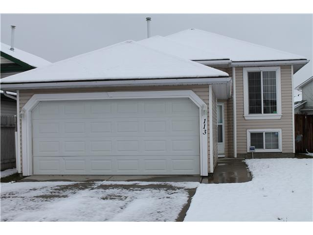 Wow! Your new home is a bright open 4 bedroom bi-level with a kitchen and large bedroom on the lower level. Recent upgrades include flooring and paint. Fenced yard on a quiet street. Great location close to schools, shopping and parks. Must be seen, call realtor today!