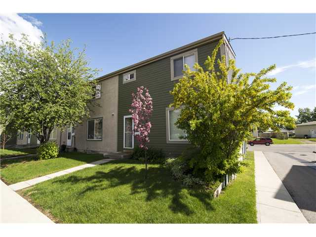 Move right in!! This nicely renovated 1076 sq ft, 3 bedroom, 2 storey townhouse has everything the first time home buyer needs to get started. New carpet(2014), new stainless steel appliances(2014), new window coverings(2014), newer front door (2014), furnace (2012), hot water tank (2014), living room and bathroom windows(2012) and a fresh coat of paint(2014) from top to bottom in contemporary colors. It also has a fenced backyard and the parking stall is conveniently located right in front of the unit. This townhouse is close to public transportation, Deerfoot Trail and shopping.  Watch the video to see more pictures!!