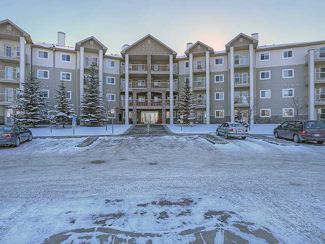 Outstanding single-bedroom ground floor unit in Legacy Estates, an exclusive 60+ community! The great open-concept floorplan showcases a living room that opens out to a covered patio, while the kitchen boasts plenty of cabinetry & counterspace. The bedroom is spacious, with a ceiling fan, and this unit also offers insuite laundry! This complex offers coordinated activities and numerous common spaces: games room, fitness room, craft room, library, and more! Weekly transit to groceries - no need to drive unless you want to park your car in the optional underground parking. Close to LRT, shopping, restaurants, and more. See yourself living the low-maintenance lifestyle! Act quickly - this one won't last long!