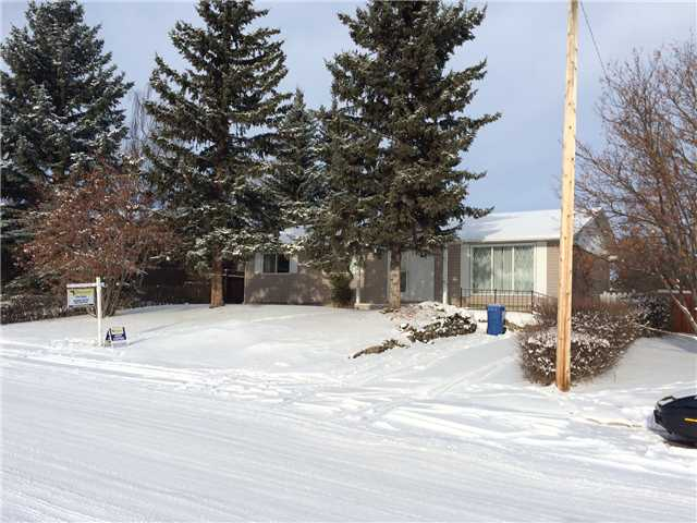 Welcome to the beautiful community of Turner Valley.  This 1970 built bungalow has plenty of potential for the next owner! A HUGE 1456 square feet, 3 bedrooms and 1.5 bathrooms. Newer bathroom tile floors and newer toilets. The furnace and hot water tank were new in 2003. New shingles and new siding (due to hail storm) in 2013. How about an oversized double garage!! Friendly community and plenty of peace and quiet to be found here. Do not miss out on this spectacular opportunity to escape the big city for an affordable price!