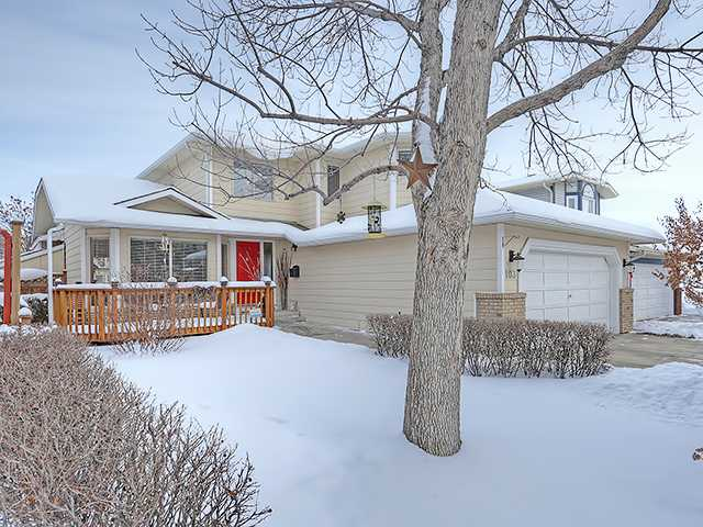 **OPEN HOUSE FEB 7/15 1:30-3:30**The pride of ownership is evident throughout this five-bedroom Sundance family home, with upgrades including new windows & four professionally renovated baths! The main level offers living & dining spaces with soaring vaulted ceilings and the kitchen has been beautifully remodeled to feature granite counters, chic cabinetry, and a large island; it opens to a spacious family room centering on a cozy brick gas fireplace. The breakfast nook offers access to a deck overlooking the fenced & landscaped backyard - great for entertaining in finer weather. A den makes for ideal home office space, and the laundry opens to the double attached garage. Of the three bedrooms upstairs, the master retreat boasts a walk-in closet & a relaxing ensuite with a beautiful soaker tub. The lower level houses two generous bedrooms, a versatile rec room, and a third full bath. With plenty of room to play & grow, walking distance to schools & Fish Creek.