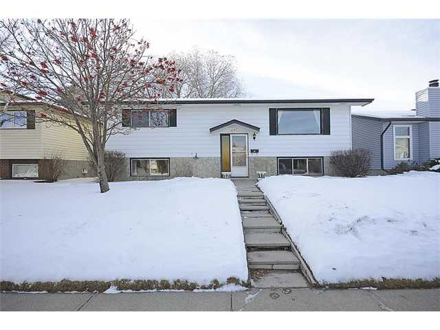 OPEN HOUSE SATURDAY JAN 31 - 2-4.30PM. This house has amazing potential! The seller is the Original owner and has lovingly maintained it. It is  situated on an amazing quiet crescent. It is now time for a new family to update and  enjoy this area (check out the huge park). There is a playground across the street and elementary and junior high schools, even shops, are just a 10 minute walk away! With 3 bedrooms up and one bedroom down this could accommodate a growing family and for the handyman there is a workshop in the basement . If you like to entertain there is a bar area in the family room too! The back yard is huge and includes an oversized detached two car garage.  The updates have been started for you with a  new roof (3 yrs ago)