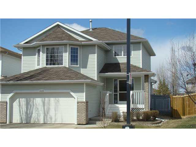 "This ""Better Than New"" 3 bedroom 2 storey home offers a multitude of impressive features. They start with a location offering no imposing neighbours directly across the street or behind. The interior has freshly painted walls, new flooring, and an open floor plan design. That begins with a large entry way which leads to the gathering sized kitchen with s/s appliances, corner pantry, as well as an island with an eating bar. The bright kitchen nook lends views of your spacious manicured yard with a firepit and storage shed . Off the kitchen is the great room with a gas fireplace with a modern mantle design. The laundry/2 pce bathroom finishes off this main level. Upstairs you'll find the bonus room with built in shelving and vaulted ceilings. Continuing are bedrooms 2 & 3 along with the master bedroom wich contains a walk in closet and a spa like 5 pce. en suite. Pride of ownership is apparent through out this home, inside and out!"