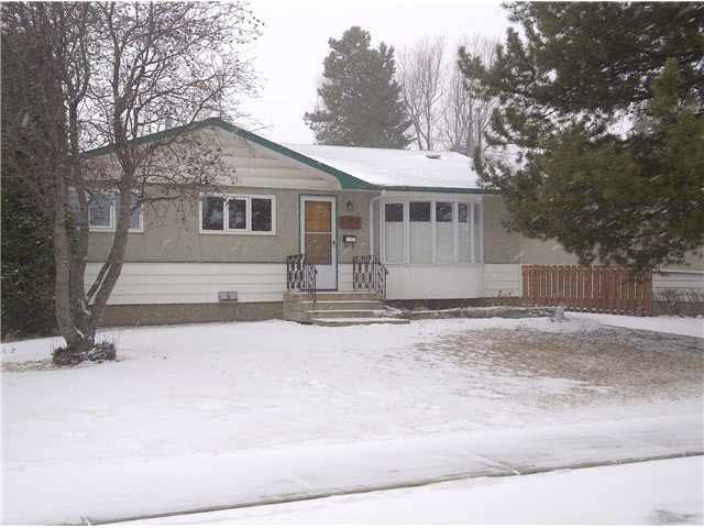 This is a great home that offers a cozy and functional layout. The master and 2nd bedroom have been combined to make a larger master suite. There have been many upgrades to this home within the last ten years and include: windows, furnace, hot water heater, central vac, light fixtures. The basement is fully finished with the 3rd bedroom, 3 pce bath, laundry area, and rec room which offers a free standing gas fireplace. There is an abundance to appreciate with this home, not forgetting the 24x22 garage, large private lot that resides on a quiet street and is close to all major amenities. You won't be disappointed.
