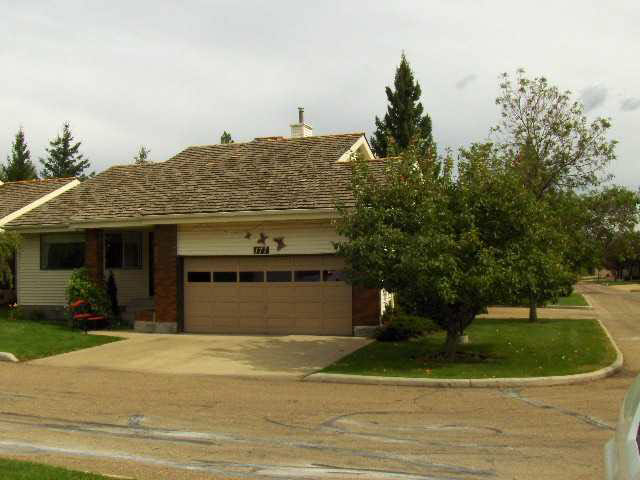"Beautiful, West facing Bungalow of 1,040 ft2 with 2+1 bedrooms, 2 baths, main floor laundry, Built in vac system, f/f basement and a double attached, insulated, drywalled garage....all tucked away in this very quiet 50+ complex called Horizon Whitemud & located next to a ravine. In 2009, this home received gleaming oak hardwood floors in LR, DR, Kitchen and both bedrooms, tile backsplash, granite counters, white appliances, some light/plumbing fixtures and all new paint. Professionally finished basement offers ""L"" shaped recreation room, bedroom, 3 pce. bath with newer shower, paint and lino plus big den/hobby room. Enjoy your 10'x13' Tri-Season sunroom with full sky view and a BBQ deck - ideal room for entertaining or just unwinding. Located on a corner lot with mature trees, there is ample visitor parking and a very short walk to the Recreation Centre and your mailbox."