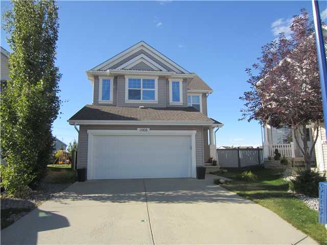 Great value in this 2,000 Sq. Ft. 2-Storey home with an awesome huge, pie-shaped lot for the kids to have their own volleyball or badminton game (or just great for entertaining and enjoyment)! Located in the Extremely Popular Family Neighborhood of Summerside which has its' own Unique, Private Beach Area. This house features a warm Great Room with a gas fireplace and large windows overlooking the back yard. 2 of the bedrooms have a walk-in closet and fabulously, custom-painted walls. High-end appliances from Germany, wood deck, walk-through pantry and Bonus Room for family enjoyment or a Spacious Office. Great cul-de-sac location with quick access to surrounding main arterial routes and fast commute to anywhere!
