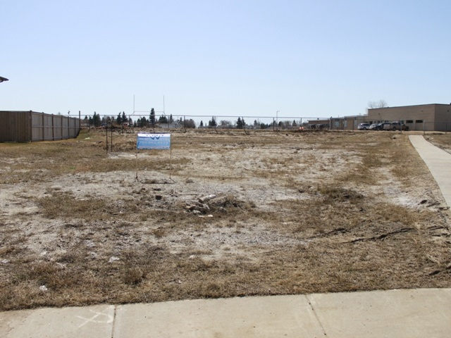 Great location for this Residential lot in the growing Town of Tofield, just 30 minutes east of Edmonton/Sherwood Park (sun at your back in the am and pm) and 45 minutes from the Edmonton International Airport (YEG).  Situated in a new subdivision among many new homes. Adjacent to walkway, which is only a few steps away from both schools. Backs onto school grounds. Tofield features a health centre, 2 medical clinics, golf course, numerous other recreational opportunities and GOOD QUALITY WATER!  Welcome home!