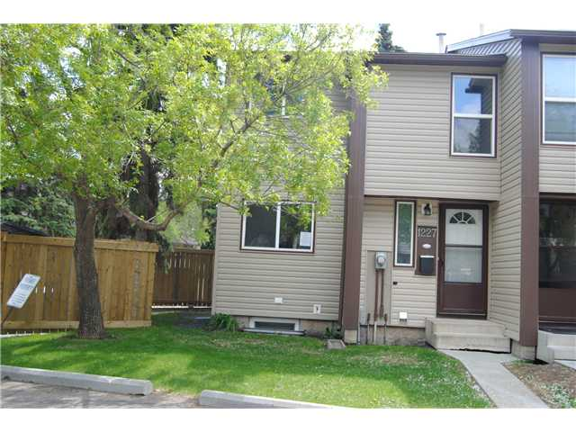 This 2 storey townhouse in the complex of Pioneer Est is located in the community of Overlanders. Has 3 Bedrooms on the upper level, 1.5 Bathrooms and a fully finished basement. Wood burning fireplace in the living room. Fully fenced yard. Property being sold as is where is