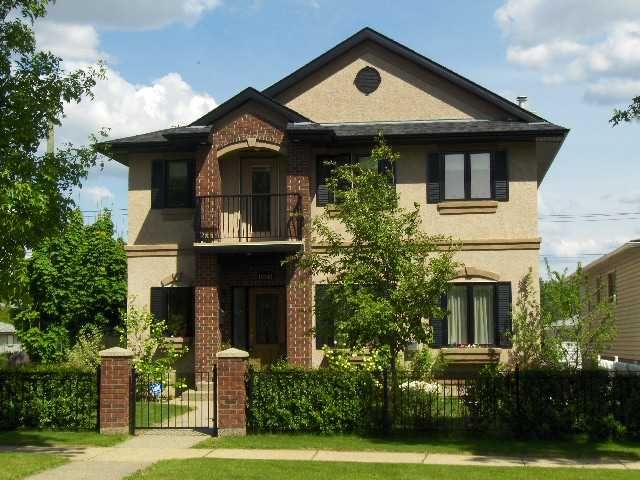 An incredible home at an amazing price awaits you in this spotless, no smoke, no pet 2004 built Two Storey w/3,056 ft2 of smart floor plan w/central A/C, 3+1 bdrms, Den, 5 baths, 2 Gas fireplaces and a finished basement. Elegant Living Room blends seamlessly on gorgeous hardwood floors with the Executive sized Dining room. Gourmet-style Kitchen with rare, blue-fleck granite counters, island, ample cappuccino colored cabinets and multi-quality appliances to handle your biggest event! Upper floor has 3 bedrooms and a Den with West balcony. Kids' rooms are big, bright and share a large 5 piece bath. The Master Bedroom is Huge and offers a giant walk-in closet and a 5 pce. en-suite. The basement(1,243 ft2)is fully finished with a Wet Bar, bedroom, 4 piece bath & BIG laundry/sewing room. Sunny, mature corner lot w/wrought iron fencing & a Double Garage. Conveniently located to Downtown and the beautiful River Valley. Shop and compare - this will be hard to beat for the price, size and quality!