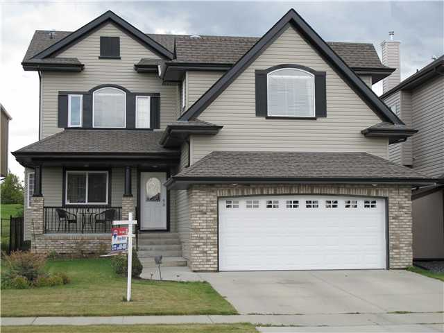 Beautiful family home. Shows great! One of only a few homes with golf course view both front and back. Spacious and open concept for LR, Kitchen and Eating Nook. Flex room with hardwood can be formal DR or Den. Large chef's kitchen with walk thru pantry, large breakfast bar island, and loads of cabinets and countertop space. Stainless steel appliances. Ceramic backsplash. Large eating nook. LR has fireplace. Nook leads to backyard with large deck. Front covered veranda. Upper floor has 3 bedrooms, a main 4-piece bath an bonus room. Upper landing area has a solatube allowing natural light into area. The master suite has a generous walk-in closet and a 5-piece ensuite that includes a jaccuzi tub and separate shower along with 2 sinks. The bonus room has windows on 3 sides providing great natural light. High efficiency furnace and hot water tank. Great location!