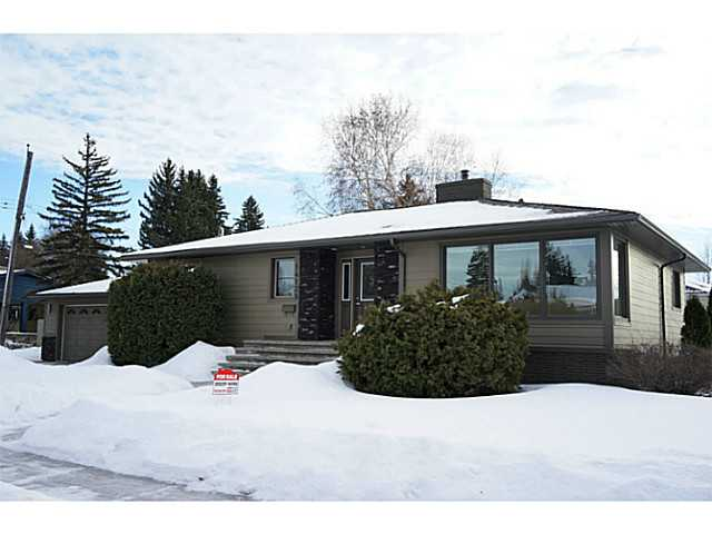"East Crestwood Rare.Bungalow.1562 Sq.Ft.Absolute Turn Key/Perfection.Character with Todays Contemporary Integrity and Style.Designed Floor Plan Features Generous Living Room,Dinning.Maple Hardwood,LED ""Pot"" Lighting.Wall Mount Linear Fireplace.Curved Wall,Coved Ceiling,Casing,Base.Kitchen c/w Extensive Quartz Island/Cabinets/Pantry/Storage/Ceramic/Glass Tile/U.C. Lighting.2 Bedrooms on Main plus Office/Den+Laundry.Master Suite c/w Full Ensuite/Steam Shower/Walk-In Wardrobe,Alcove.Fully Developed Lower Level.Family Room/3rd Bdrm.3 Pce Bath Ample Storage.""Hardy Plank"" Board Siding,Stone Accents.Shingles,Soffits,Eves.Triple Glazed Windows.Steps to River Valley,Prime Schools,Community League.Fine Dining,Shopping,Medical.Downtown,U of A all a short Commute.East Crestwood Awaits.14139-98 Ave"