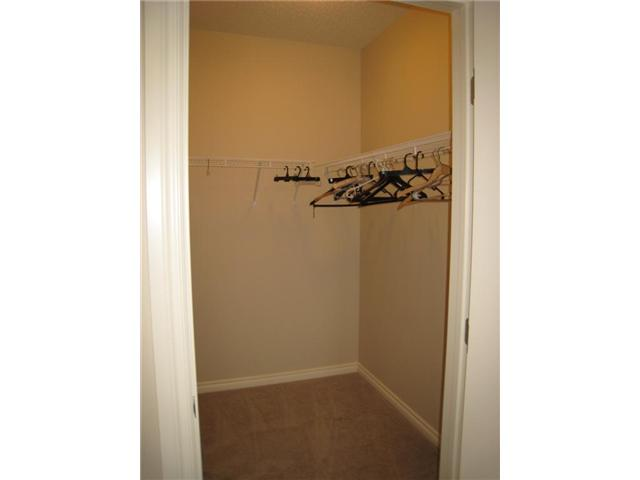 Large Master bedroom walkin Closet