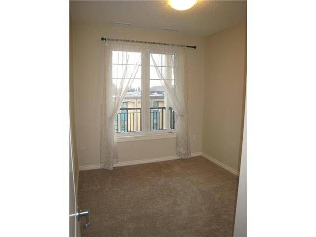 Great 2nd bedroom or den for thiose who prefer an office in home.