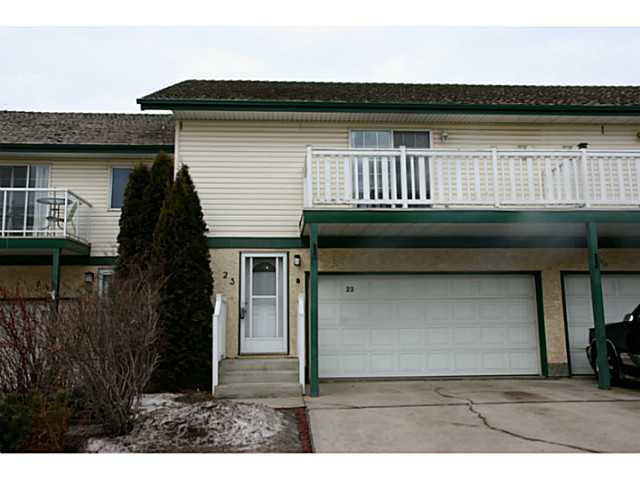 Lovely large 2 bedroom, 3 bathroom condo in Heritage Lakes backing onto a park. Extensive recent renovations include the kitchen, flooring and paint throughout entire home. The main floor features a massive kitchen with a large island, corner pantry, new cupboards and back splash, under counter lighting and new tile throughout. A large deck is easily accessed from the double sliding doors. Upstairs you'll find a huge family room with new laminate flooring, a corner fireplace and access to the balcony. There are also 2 good-sized bedrooms, including the master with walk-in closet and 4 piece ensuite. This 1496 square foot 2-Storey offers great storage, an attached double garage and low condo fees. Easy access to Edmonton, parks, shopping and transportation. Truly an impressive condo and a must see!