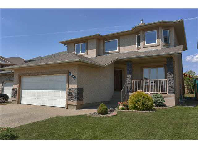 Impressive, very well maintained 2115sqft custom built 2storey home which includes 4 bedrooms 3.5 bathrooms plus a versatile flex room perfect for formal dining/office/den plus a fully finished basement with wet bar. Upon entering you are greeted by a soaring foyer which leads to the large great room with corner gas f/p & opens up to a beautiful gourmet kitchen with granite counter tops, sizable island, S/S appliances & corner pantry. New engineered hardwood on the main & new paint. The staircase with iron rod railings leads to 3 spacious bedrooms with the master boasting a large walk in closet & spa like ensuite with his & her vanities, jacuzzi tub & separate toilet/shower closet & new hardwood flooring. Perfect for entertaining the basement has a big rec room with a mounted electric f/p featuring floor to ceiling tiling & a luxurious wet bar with quartz counter tops. The ceiling has been insulated for soundproofing. Completing the basement is a 4th bedroom, a 3pce bath & plenty of storage space.
