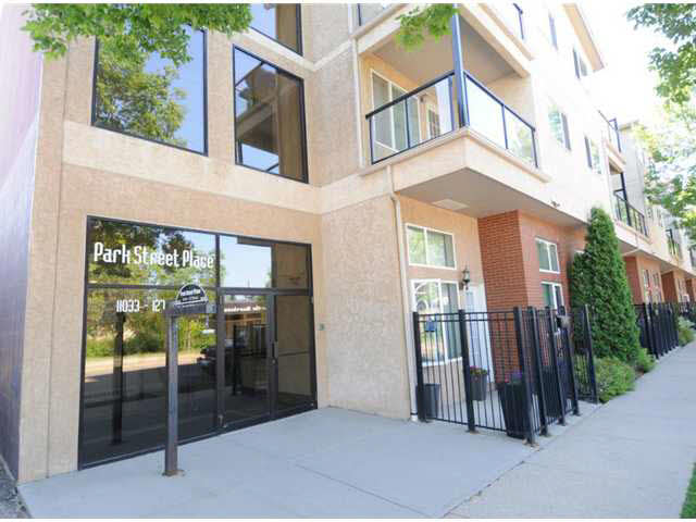 Located in historic heritage area of Westmount on a tree-lined street you will find this stylish building minutes to downtown. Live the urban life economically. This 1 bedrm apartment offers a great floor plan with funky stylish finishing's such as oak wood cabinetry with black appliances, slate back splash, pantry and a breakfast bar that is open to the living room with nook. The flooring in laminate wood with slate at the entrance.The nook can be used as a computer area or quaint dining area. The west facing covered deck is lg and offers an extended entertainment area or leisure area on those hot summer days. The bedroom is large and also has a walk in closet with a ceiling fan. There is also in suite laundry and a covered parking stall that is energised. Located close to all major amenities including the newly refreshed 124 street, LRT and running/biking trails on the River Valley. Low condo fees that include heat and water and a building waiting for that youthful urban professional. Don't delay!!