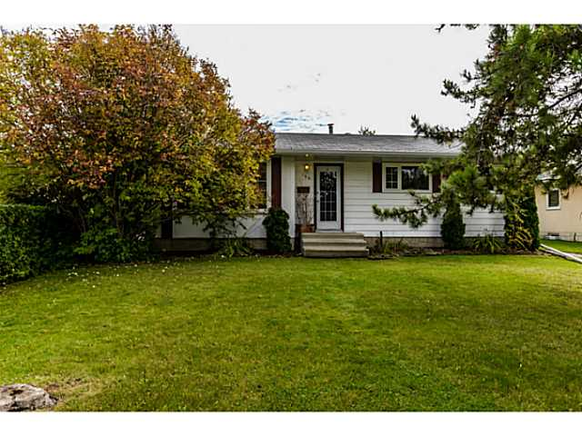 Welcome to this renovated 3 bedroom bungalow which is conveniently located in the community of Glen Allan. Renovations include the following: New kitchen, bathroom, flooring, furnace, updated windows, and fascia. Attic insulation upgrade within the last few years. Come take a peak, you won't be disappointed!