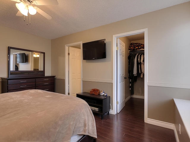 The second bedroom has laminate flooring also and a very big closet. The fancy light adds character