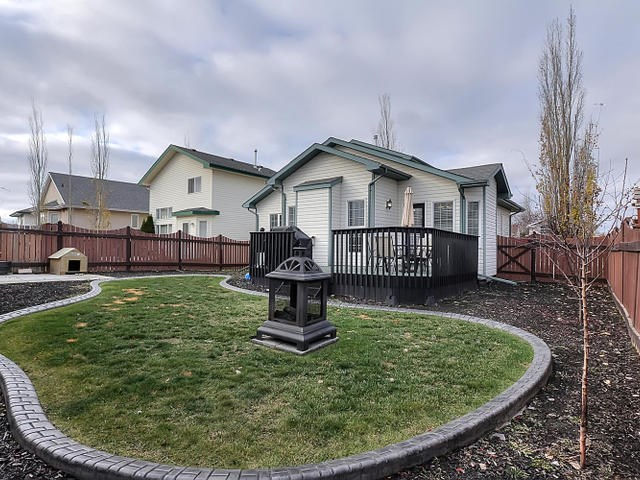 The landscaping is very nice in this home. The inside corner location adds more parking options beside the home. A play park is just a few steps away on this crescent.