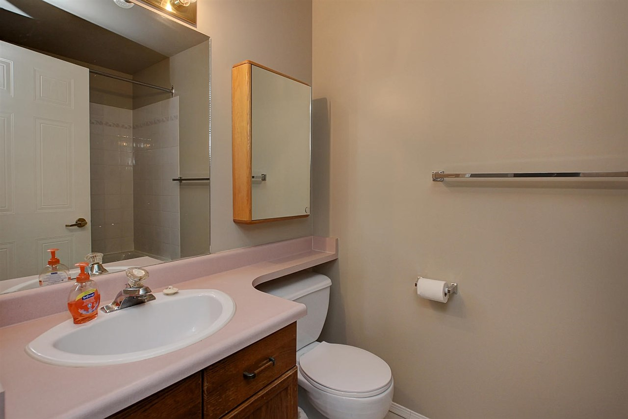 The en suite bathroom is very handy and boasts a JACUZZI tub. The banjo counter top gives you extra storage room.