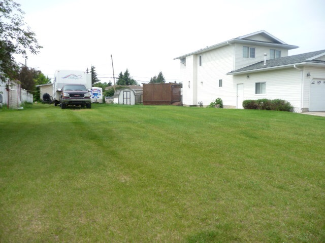 Clean 50' x 140' residential lot located in prime south side location.  Storage shed and hot tub enclosure are not included and will be moved. Sellers are Licensed Realtors in the Province of Alberta.