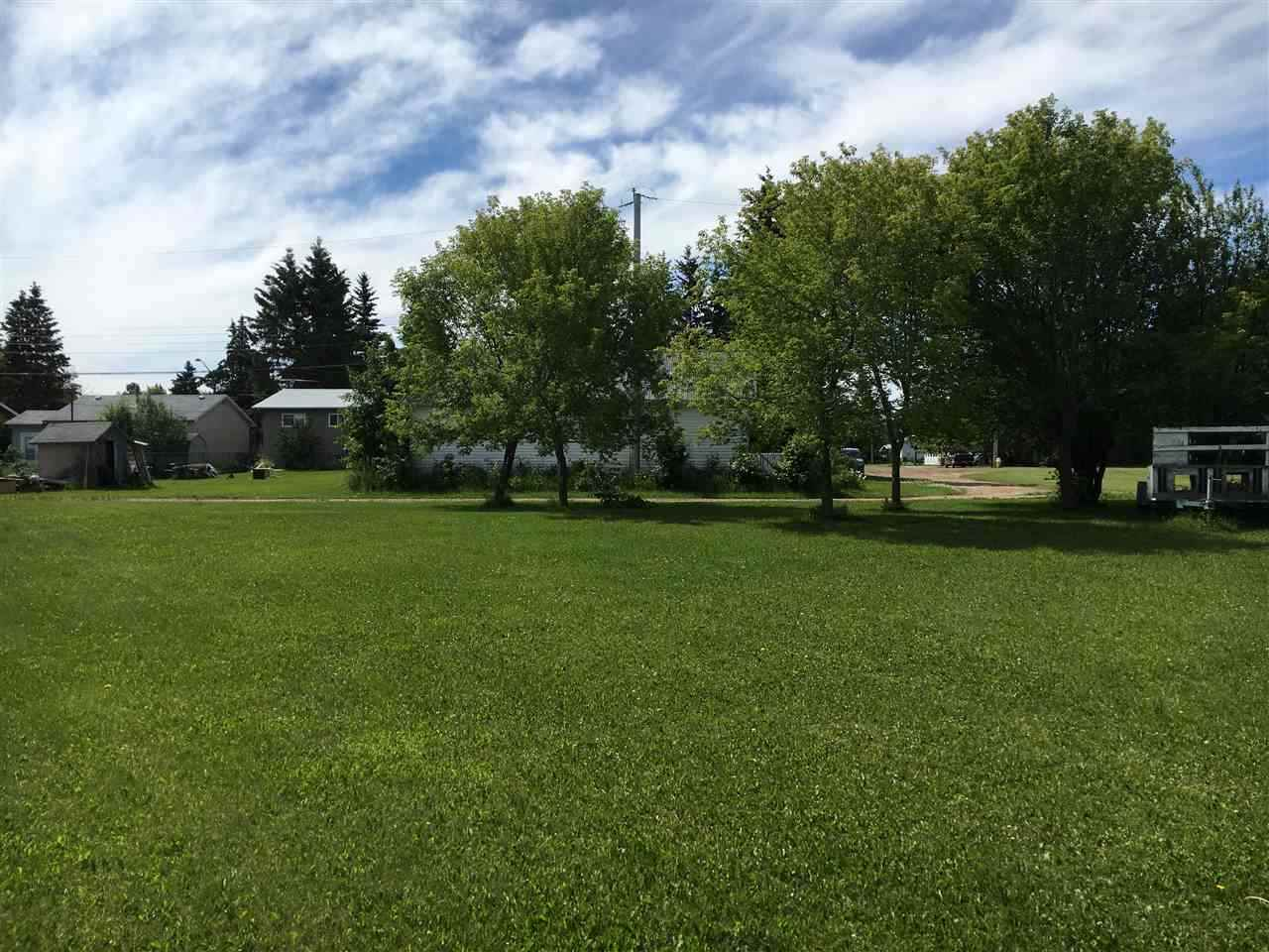Large pie shaped lot on quiet cul-de-sac in great neighborhood close to school. Back lane access. Easy commute centrally located half hour from Leduc and Drayton Valley.