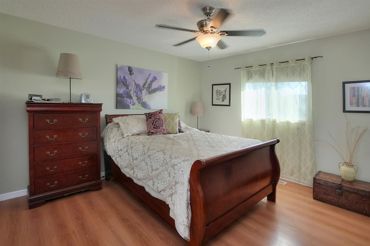 The aster bedroom is spacious and had double mirrored closet doors, a full 4 piece en suite bathroom and ceiling fan. It faces out to the backyard.