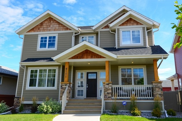 Stunning infill home located in a family neighborhood built by Maple Isle Homes. This 2 storey home has over 2556sqft of living space, 4 bdrms, den/office, 3 baths, 9' ceilings (main floor & basement), beautiful open concept living, high quality finishing throughout (hardwood, granite, tile) excellent craftsmanship & the basement has amazing development potential! Entering the home you are welcomed by the spacious foyer & natural light flowing throughout. To your left is the living room with large floor to ceiling windows & gas fireplace. Continue on into the dining area that is open to the fabulous kitchen! This dream kitchen has it all: large island, stainless steel appliances, beautiful cabinetry & ample storage. The large boot room/laundry room, powder room & home office/den complete the main floor. Upstairs you will find a reading area, 3 great sized kids bdrms, 5 piece bath & the large master bdrm with spa like ensuite & walk-in-closet. Outside: covered deck, fully landscaped yard, oversized garage!