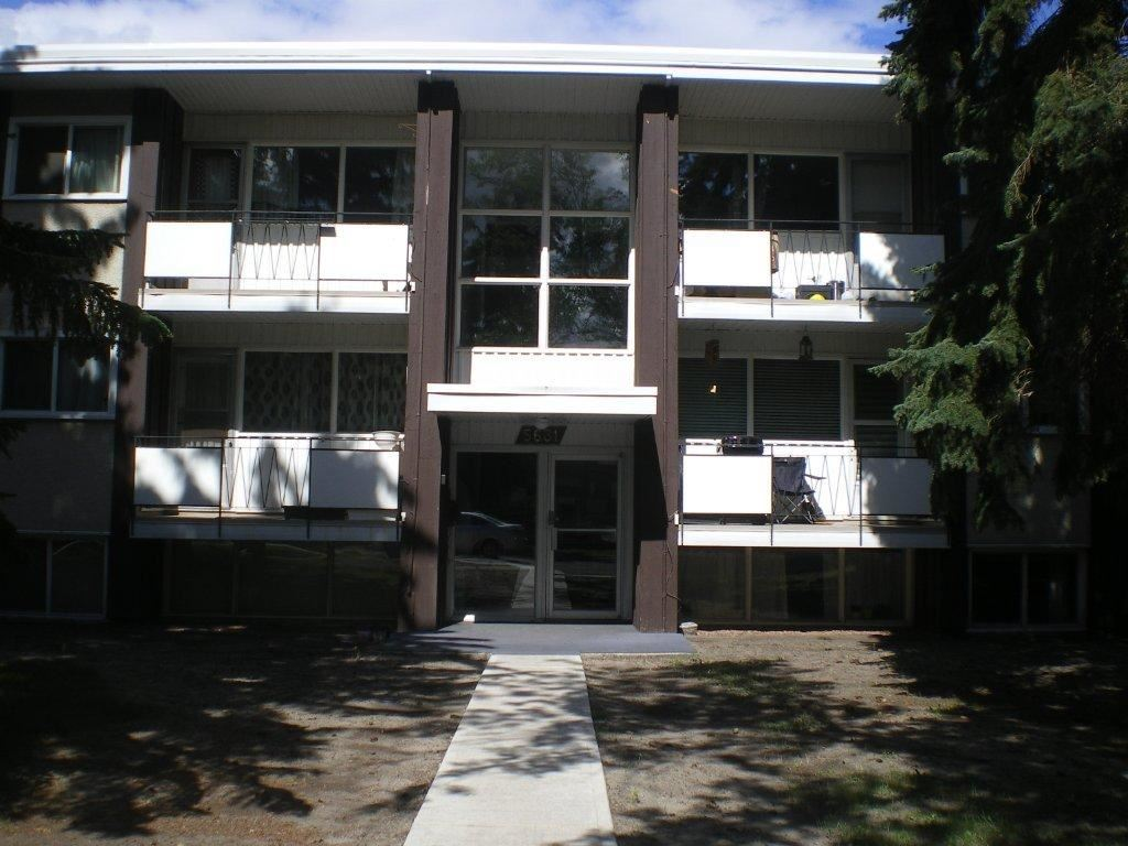This 2 bedroom apartment is located close to major bus routes.  centrally located it is has easy access to the U of A and downtown and South Gate Shopping centre.  The home has a good sized kitchen and there is in suite storage.  Condo fees are low