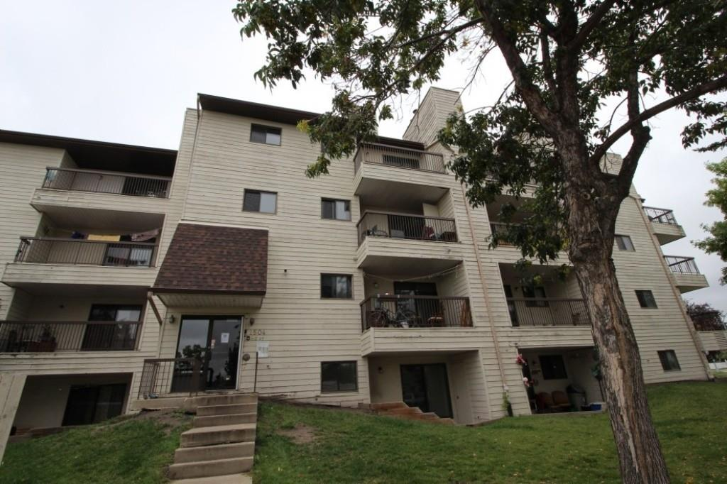 Great investment property! This 2 bedroom, 2 bath condo in south Edmonton has long term tenants, and is part of a rental pool! Hassle free!!