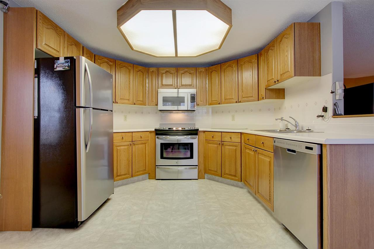 See how well the triangle space in this kitchen works.