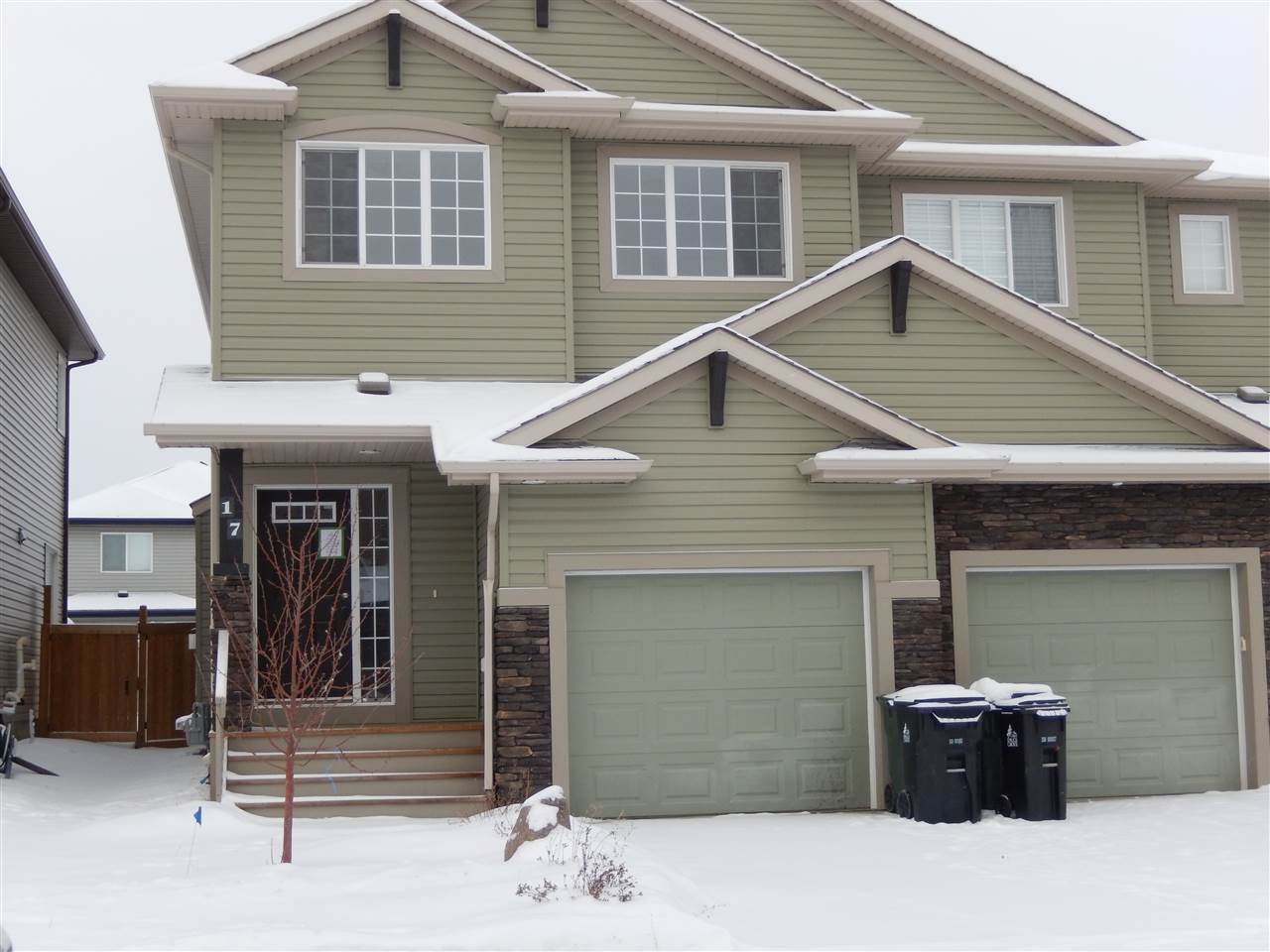 "GREAT LAYOUT & sits in a great location (no thru road)....very close to the TRI LEISURE CENTRE, RESTAURANTS, SUPERSTORE, CAR WASH & a KIDS PARK just a few doors down! This is a great neighborhood to raise a family.  On the MAIN FLOOR you can enjoy the BUILT IN GAS FIREPLACE with room for your TV above....open concept with lots of windows to brighten the KITCHEN, DINING ROOM & LIVING ROOM all with 9"" CEILINGS dressed up with POTLIGHTS.  There is a 2 piece bath and a ROOMY FRONT ENTRANCE.  Upstairs, you can enjoy the BONUS ROOM that you could set up as a TV ROOM, PLAYROOM or an OFFICE...there are 3 bedrooms and MAIN BATHR...the MASTR has a full ENSUITE & WALK IN CLOSET.  The front of the house is SOUTH FACING.  This home needs some TLC ....paint & flooring would dress it right up!! For a panaramic view or room measurements (DETAILS) click VIRTUAL TOUR link."