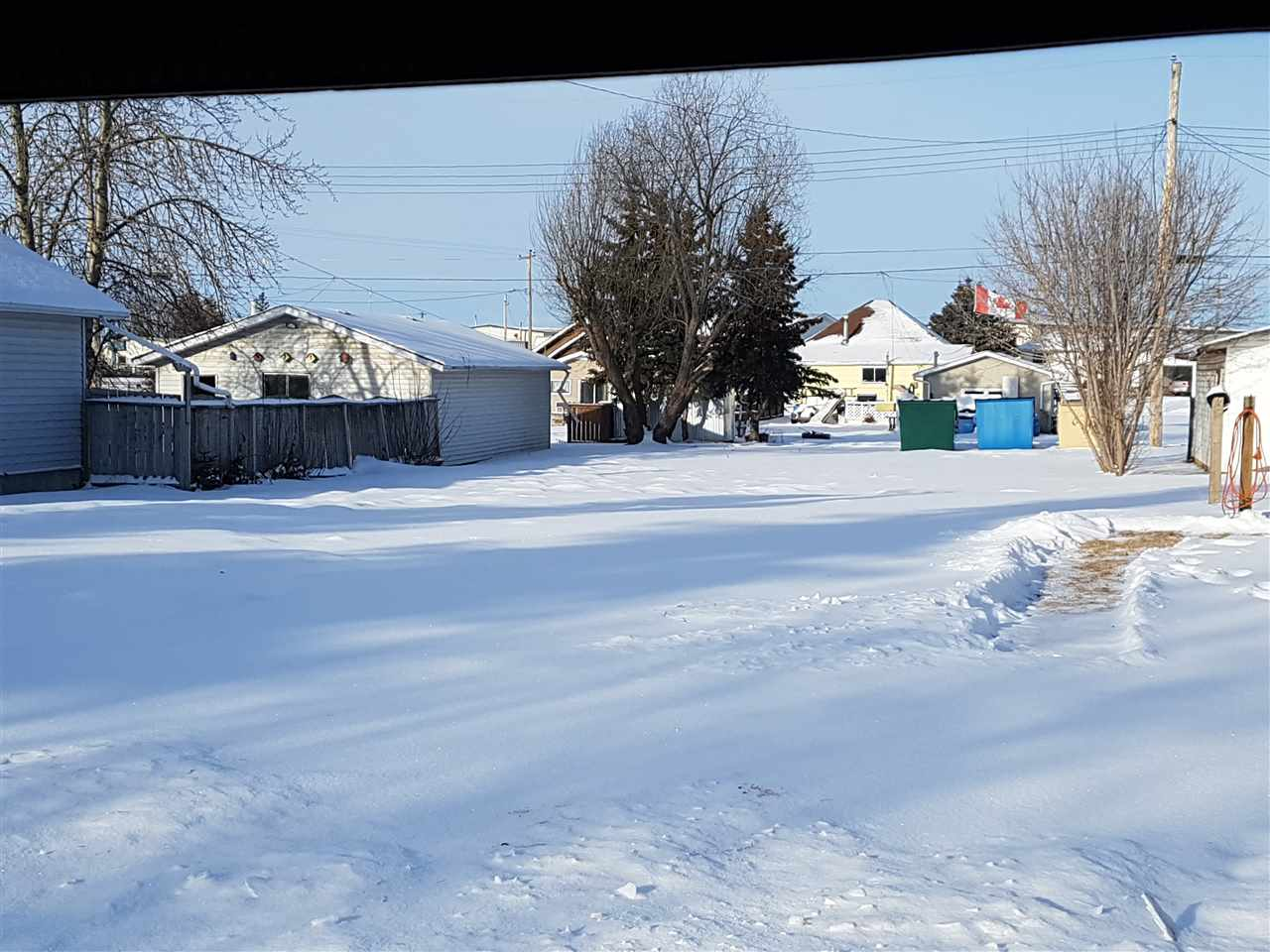 VACANT LOT LOCATED ON THE NORTH SIDE OF VEGREVILLE. LOT IS ZONED R2 AND IS 7500 SQ.FT.  NEIGHBOR HOOD IS WALKING DISTANCE TO DOWN TOWN AMENITIES. VEGREVILLE IS LOCATED 45 MINUTES EAST OF SHERWOOD PARK DOWN HIGH WAY 16.