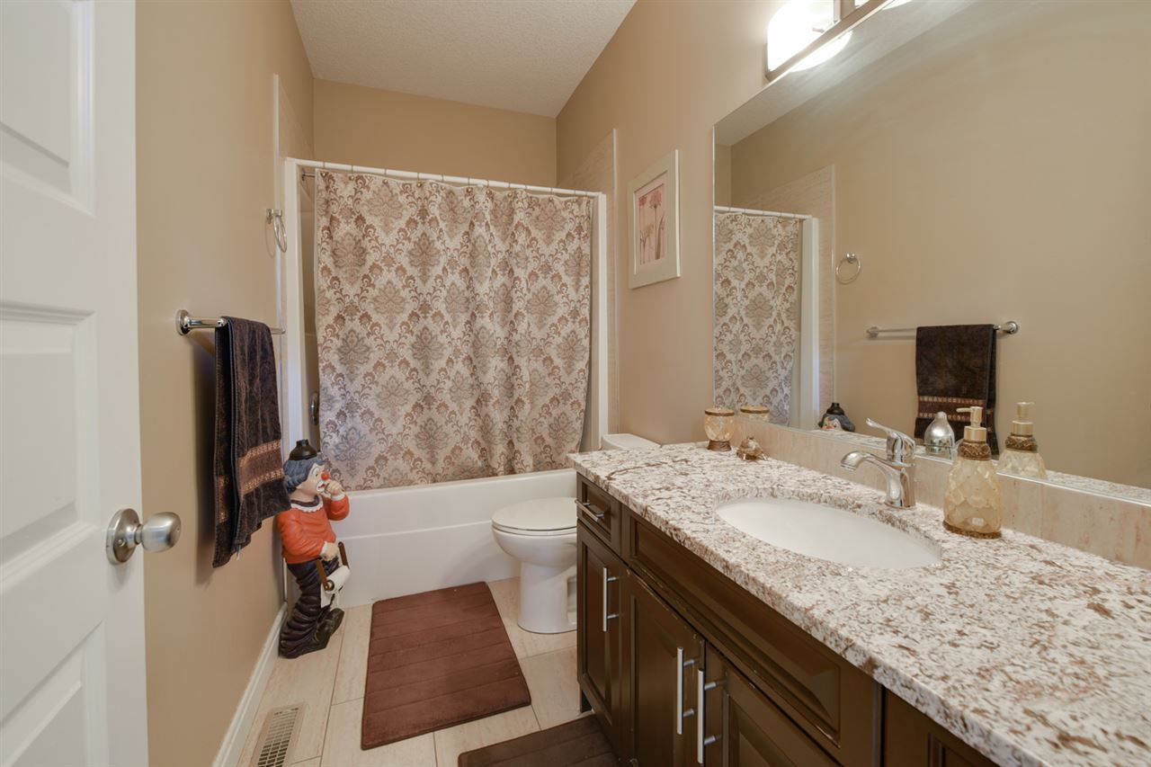 BATHROOM: 4 pc. bath in the main floor