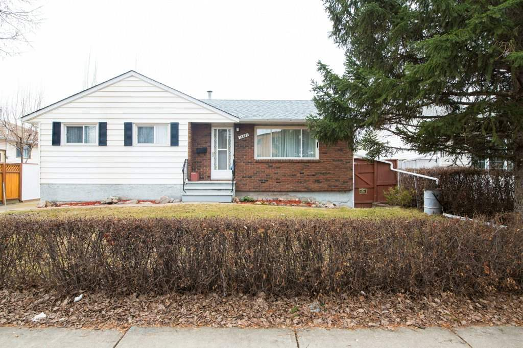This home is a great starter or downsize home.  It has been very well looked after.  The home offers 3 + 1 bedrooms, a good size kitchen with dinette, large living room, 2 3pc baths, a huge family in the basement and a hobby room.  The carpets have been professionally cleaned.  If one so desires there is hardwood under the living room carpet.  The house and garage have a new roofs, the yard is landscaped with garden, the rear fence has a large gate for your RV. Schools are only a block away.   The home is close to parks, schools shopping and easy access to major roads.