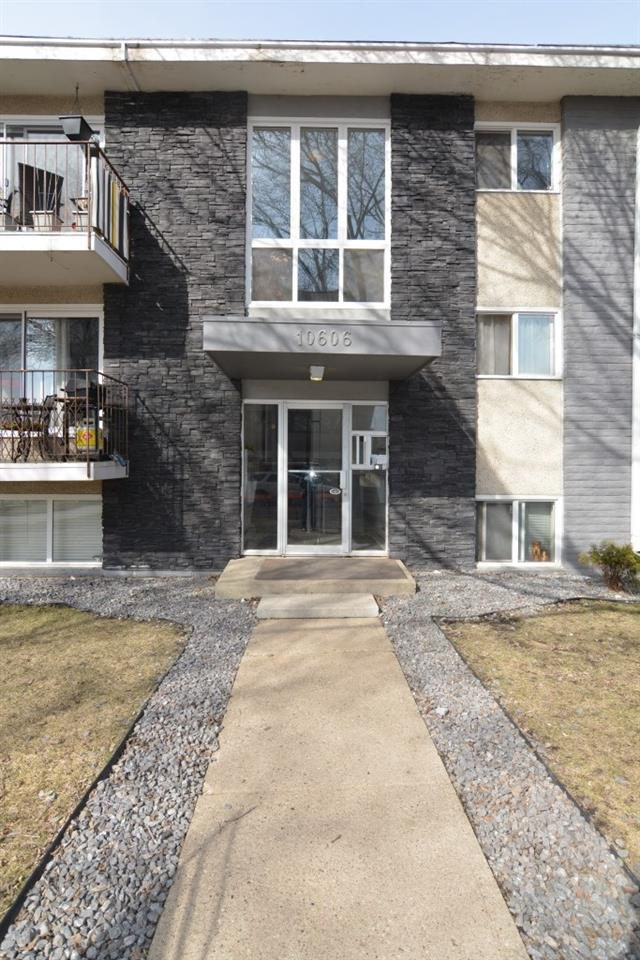 Welcome to this 1 bedroom condo located in Westmount, just minutes to 124th Street, Grant MacEwan University, the Brewery District and the river valley.  A fantastic location for a first time buyer, or for an investment property.  This 1 bedroom unit features engineered hardwood throughout the living area and bedroom.  Easy access to same floor laundry.  The unit faces east, it is the south east corner unit. Great location! Welcome.