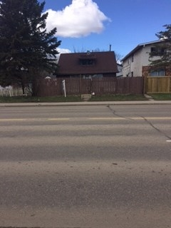 Lot value only, investors delight. If you have plans of building a new home in an old time neighborhood this lot is perfect for you.