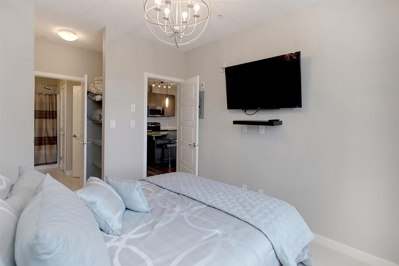 The flat screen tv can be included if you choose to purchase this unit as a turn key property. Then all furniture and all household items in the kitchen will be staying.