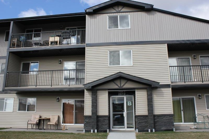 Immediate possession available in this well run complex of Countryview. This 2nd floor apt condo is located close to all amenities and has quick access to the Whitemud Freeway and the Anthony Henday Ring Rd. There is a total of 875 sq ft of living space, tons of storage space insuite plus on the balcony, recently painted and has newer flooring, kitchen with 2 white appliances and a spacious dining room, a large living room plus 2 great sized bedrooms and a full 4 pc bathroom and a community strip mall across the street. Comes with assigned parking stall #B6.